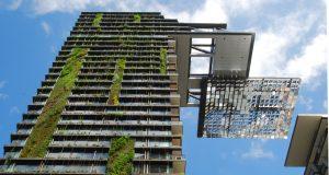 Vertikální zahrady. Moderní budovu One Central Park v Sydney navrhli architekti s ohledem na ekologickou udržitelnost., zdroj: https://wikimedia.org