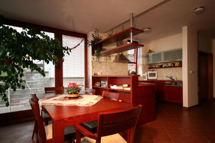 kuchyně s velkým úložným prostorem