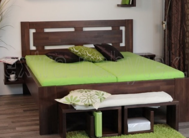postel z masivu Naomi